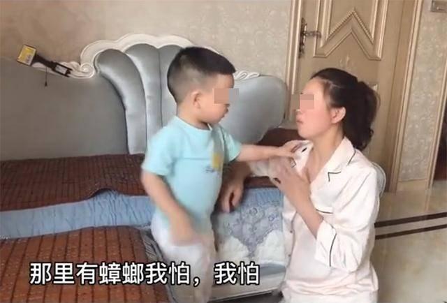 """三岁奶娃""""霸气护妈"""",懂得在儿子面前示弱,他才会成为男子汉!"""