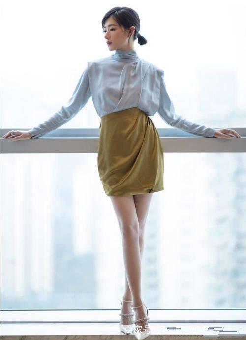 万茜的穿搭风格可高冷可御姐可甜,网友:身材好颜值高是关键