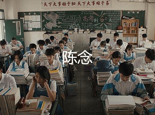 原创女主的教室啥样?李尖尖陈念凑合,看到楚雨荨:不愧是贵族学校!