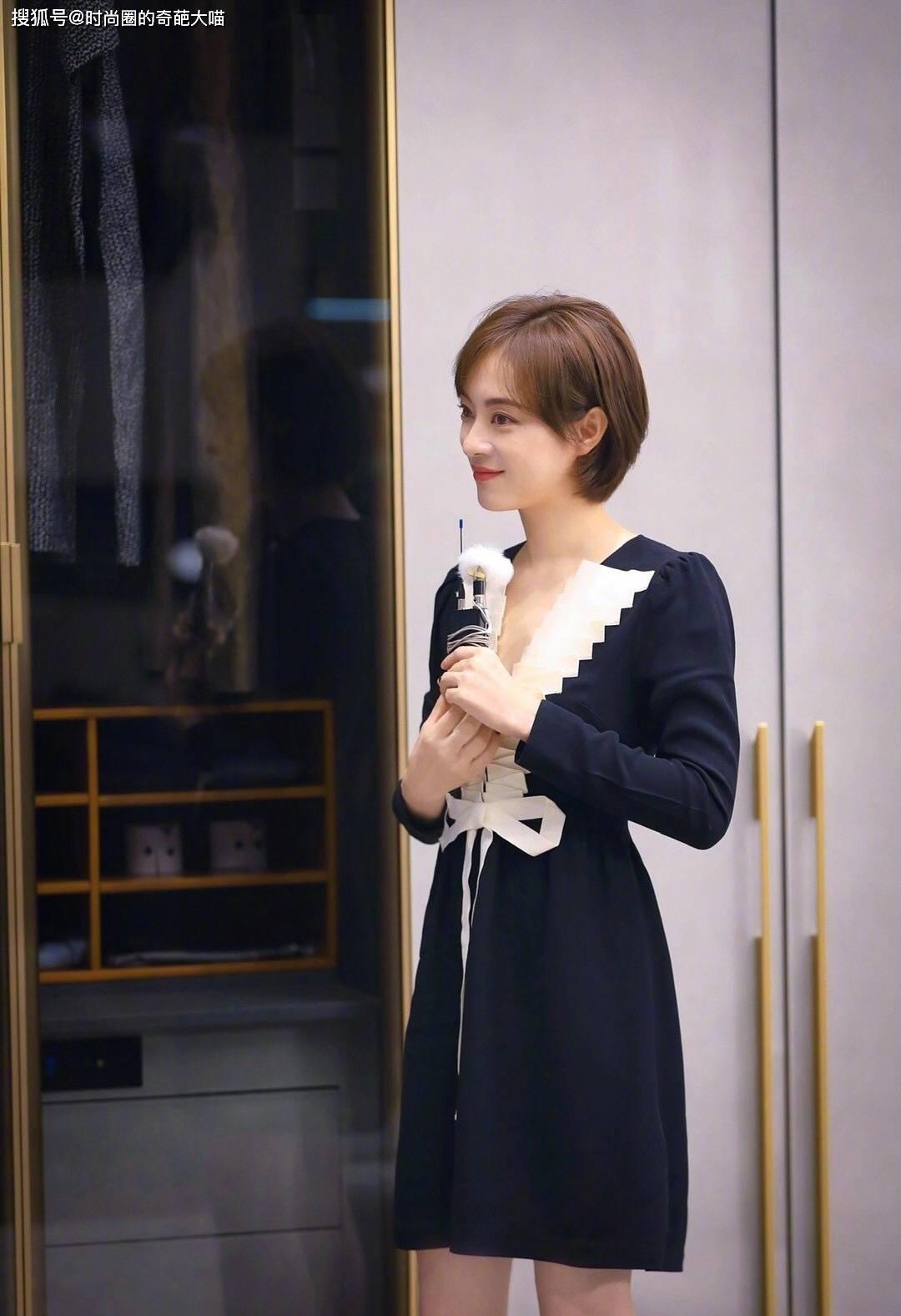 孙俪新剧开机状态佳,简约穿搭清纯靓丽,37岁上镜还跟小姑娘似的