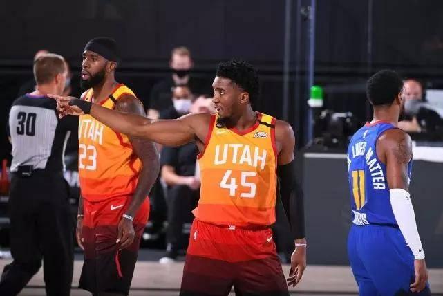 NBA季后赛,掘金127-129爵士,掘金在系列赛首场赢球之后,遭遇了三连败