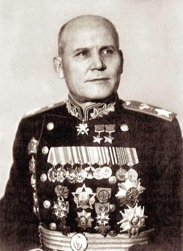 进攻力特猛的苏军大将,打到曼施坦因被解职,伏龙芝对他评价极高