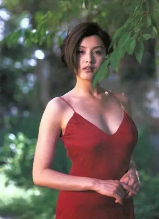 十大远赴香港演戏的日本当红女星!各个性感妖媚魔鬼身材
