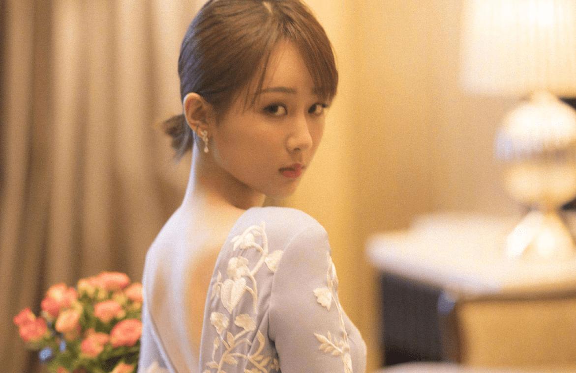 """杨紫官宣新代言:P图水平差被嘲脸僵,""""夏天""""秀棉衣有点土气"""
