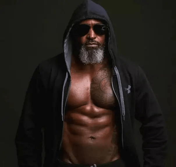 地表最强老爸身材,58岁黑金刚实力秒杀小鲜肉,这肉体,慕了