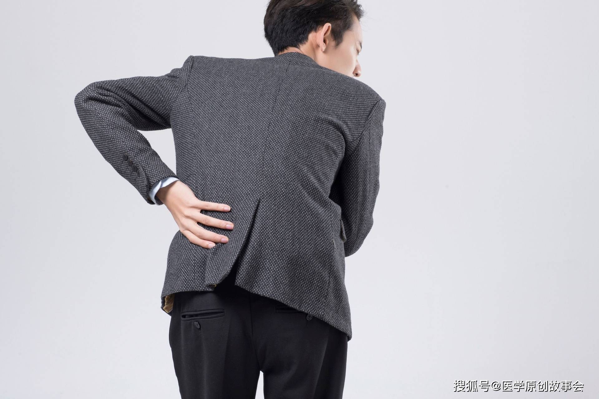 体内有癌,腰背先知,你的腰背部若有这一种表现,越早检查越好