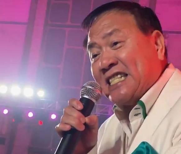 63岁万梓良小县城走穴照曝光,身材发福卖力演唱,新片将上映