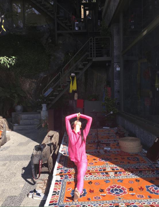 练瑜伽的女人是什么样的?看到瑜伽达人晨紫的那一刻,觉得她好有魅力_运动