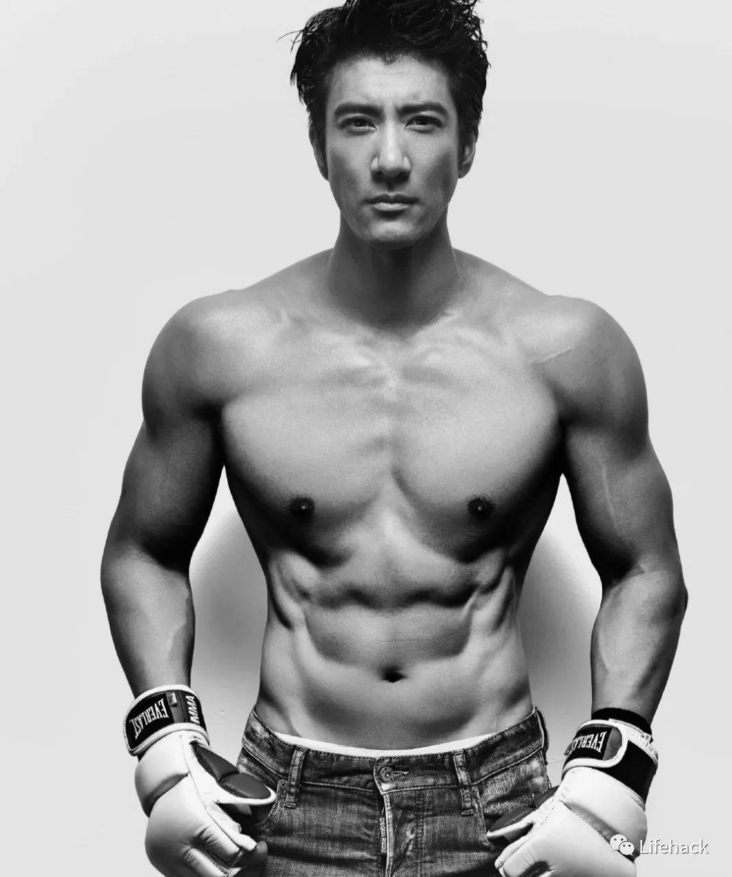 44岁王力宏半裸出镜引发舔屏,网友:肌肉碾压90%私教