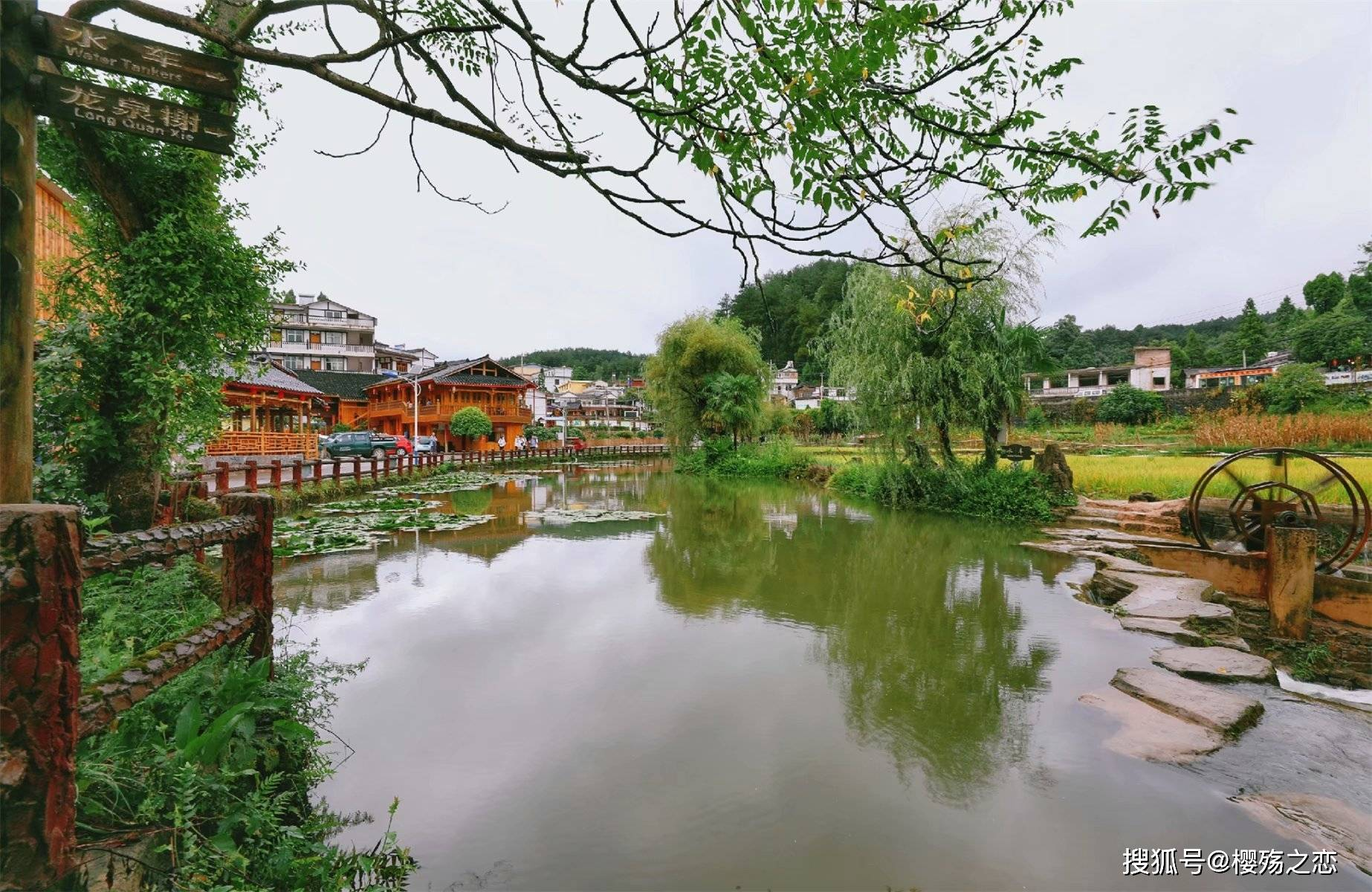 """中国最美村镇之一,以布依风情闻名遐迩,被誉为""""庖汤第一村"""""""