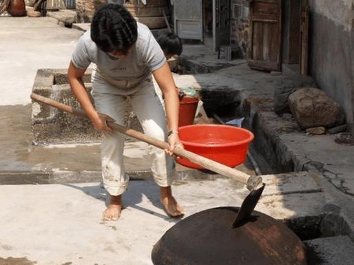 秒速时彩平台|也有网友表示,黑色和灰色的牡蛎也可以去醋 洗锅底的灰