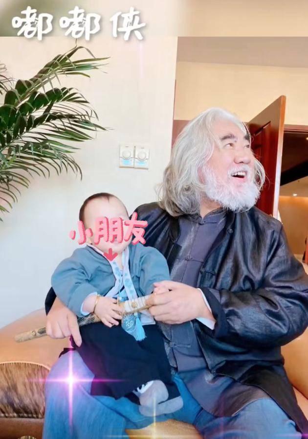 当69岁的张纪中成为父亲时,一位知情人证实,他