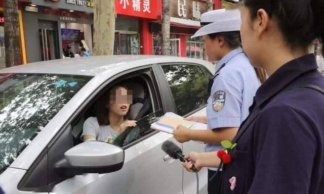 女司机开宝马上路,三年违章85次,交警查出学历