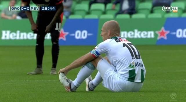 不走运!36岁罗本时隔16年再战荷甲 仅踢29分钟因伤下场