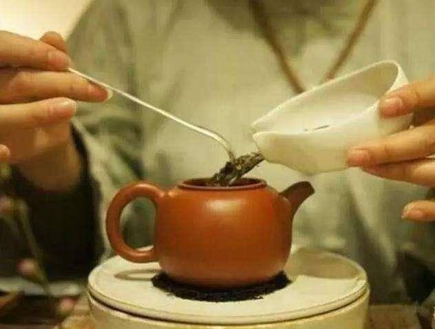 为什么青海人喝茶,都喜欢往里放点盐?这几点好处需要大家知道