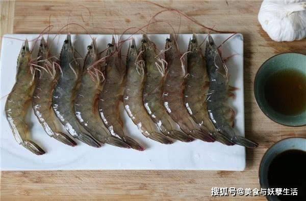 而虾的腹部其实也有一条黑线这条黑线
