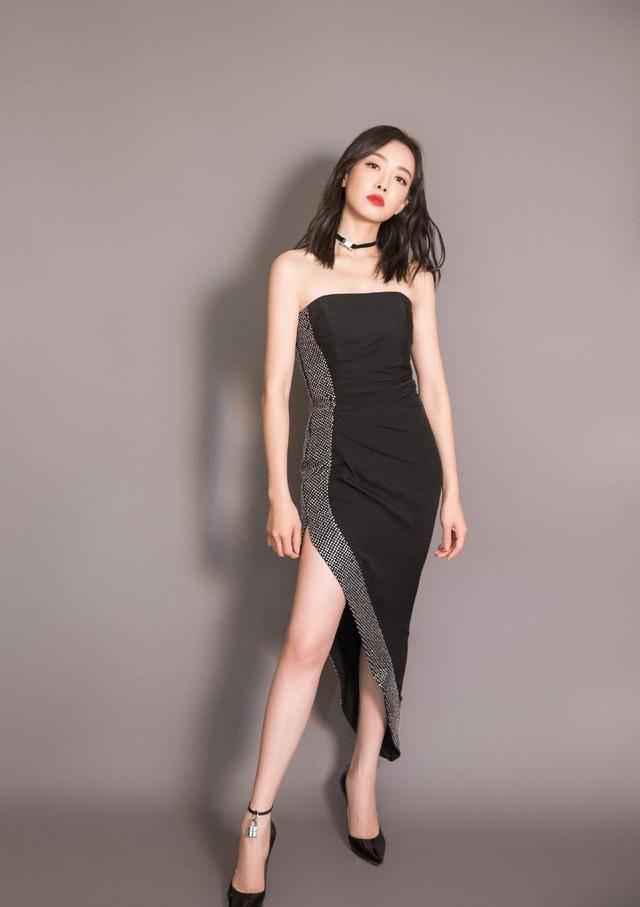 原创             宋茜出席品牌活动,精修图绝美,但直播镜头暴露她真实容貌和身材