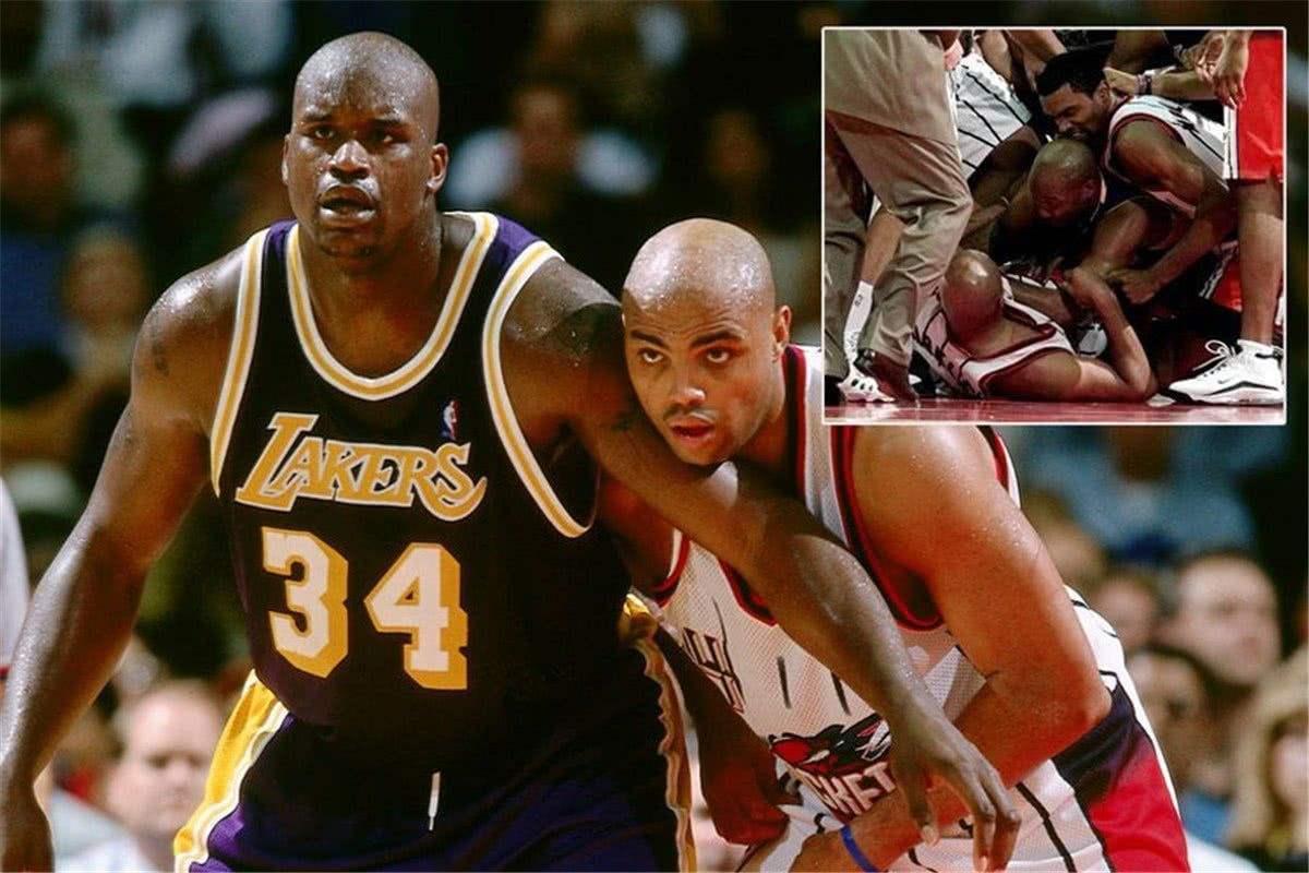 篮球场著名打架事件:伯德装逼被打,阿泰太凶猛了!