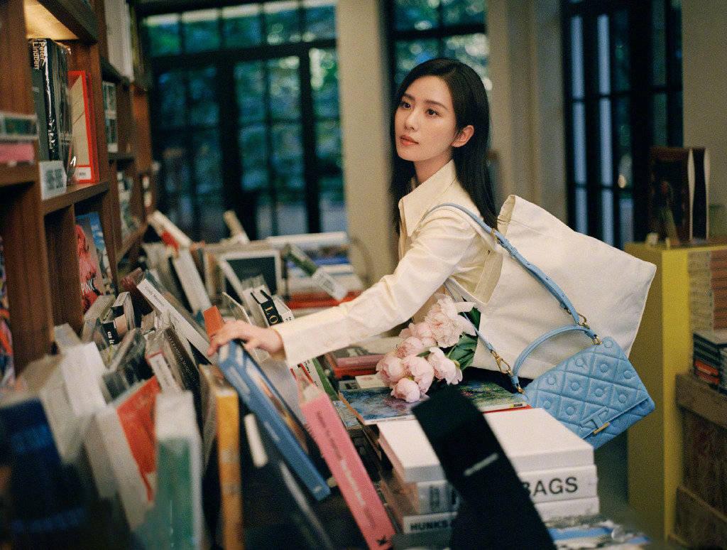 刘诗诗的最新画报于9月16日发布。 ai换头