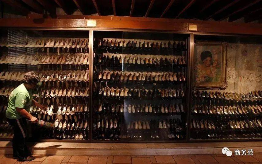 史上最败家夫人:卷款百亿跑路,留下3000双鞋、200斤珠宝、5000条裙子…