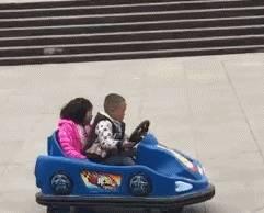幽默搞笑段子集:想把妹,只有车可不行,必须会漂移,哈哈哈哈哈