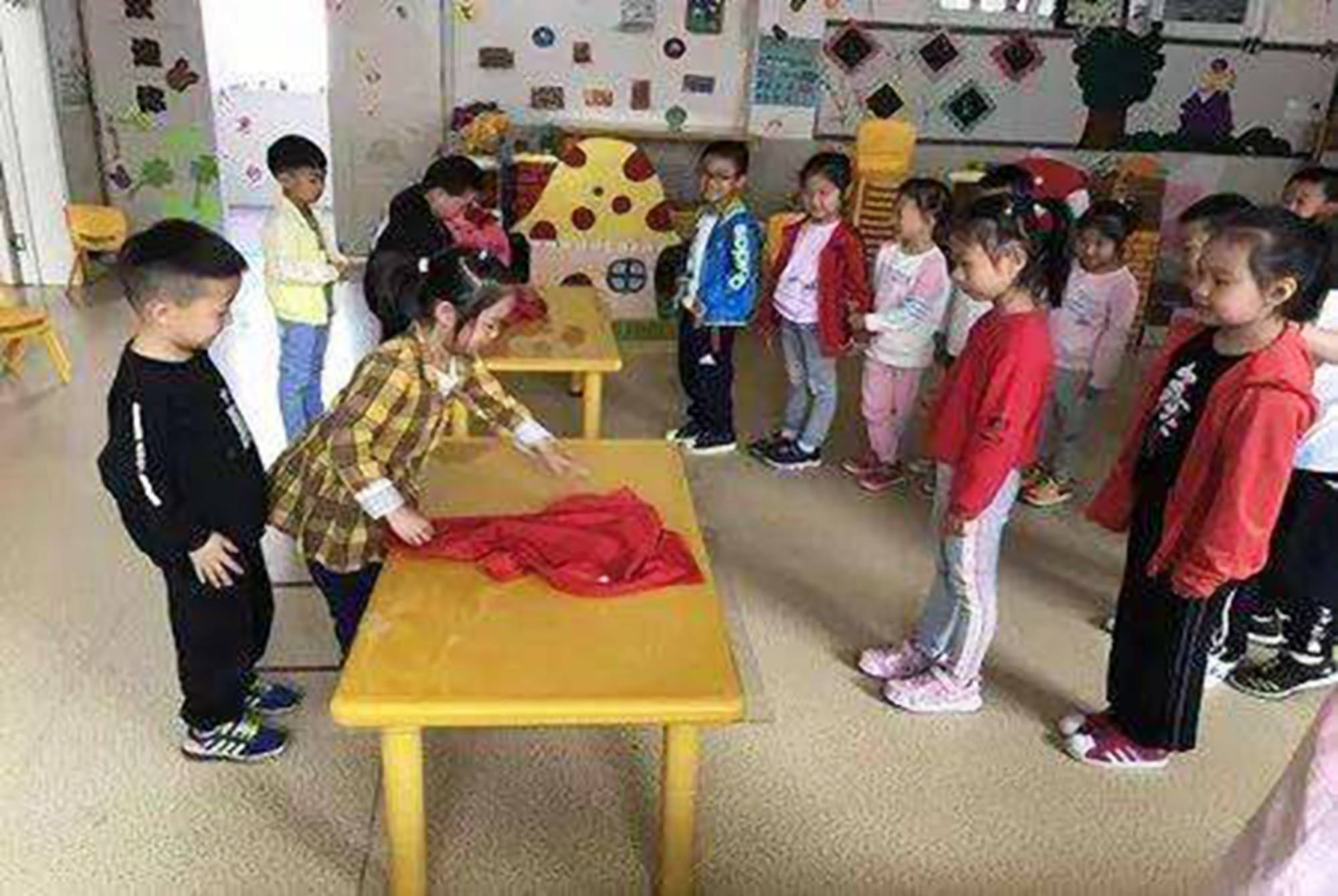 老师教孩子怀孕知识被家长吐槽 如何看待家长反对老师进行性教育