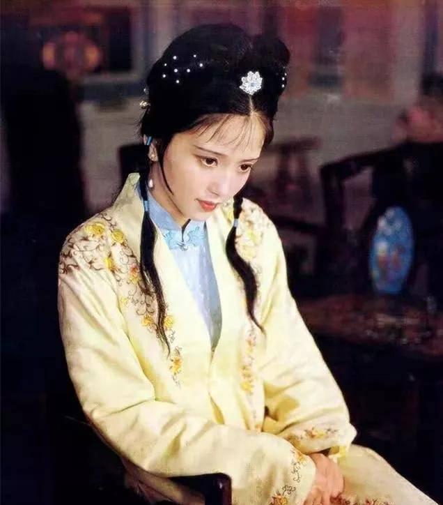 为爱守寡13年,从江南第一佳丽到母亲业余户,她的美从不败光阴(图10)
