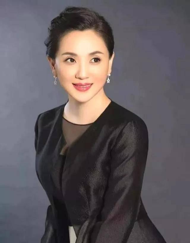 为爱守寡13年,从江南第一佳丽到母亲业余户,她的美从不败光阴(图14)