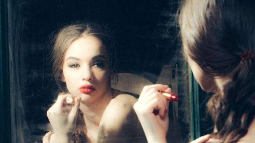 考研女生一天化妆两次,引网友开撕:化妆是一种基本礼仪