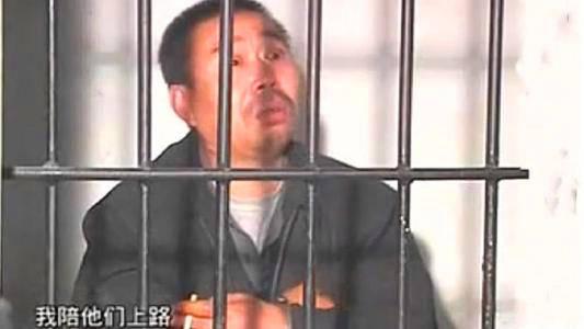 在原胡文海举报村干部腐败后,他愤怒地杀害了14人。是谁的错?