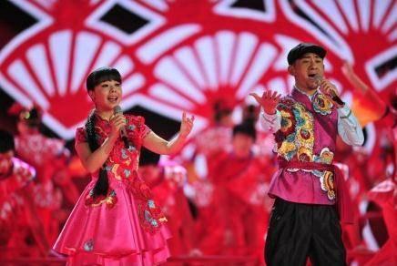 父親殘疾母親智障,16歲獨闖北京,23歲走紅春晚,今成上億女總裁