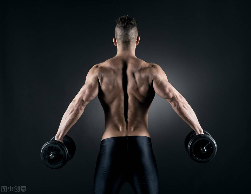 侧平举锻炼三角肌中束?2个训练要点,减少上斜方肌的参与!