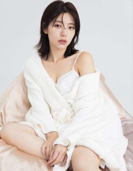 艳压林志玲成新一代女神,面目面貌姣美身体火辣,被誉为台湾第一美男(图4)