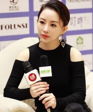 中国台湾省台球美女,气质比潘晓婷还优秀,倡导女子要穿裙子比赛