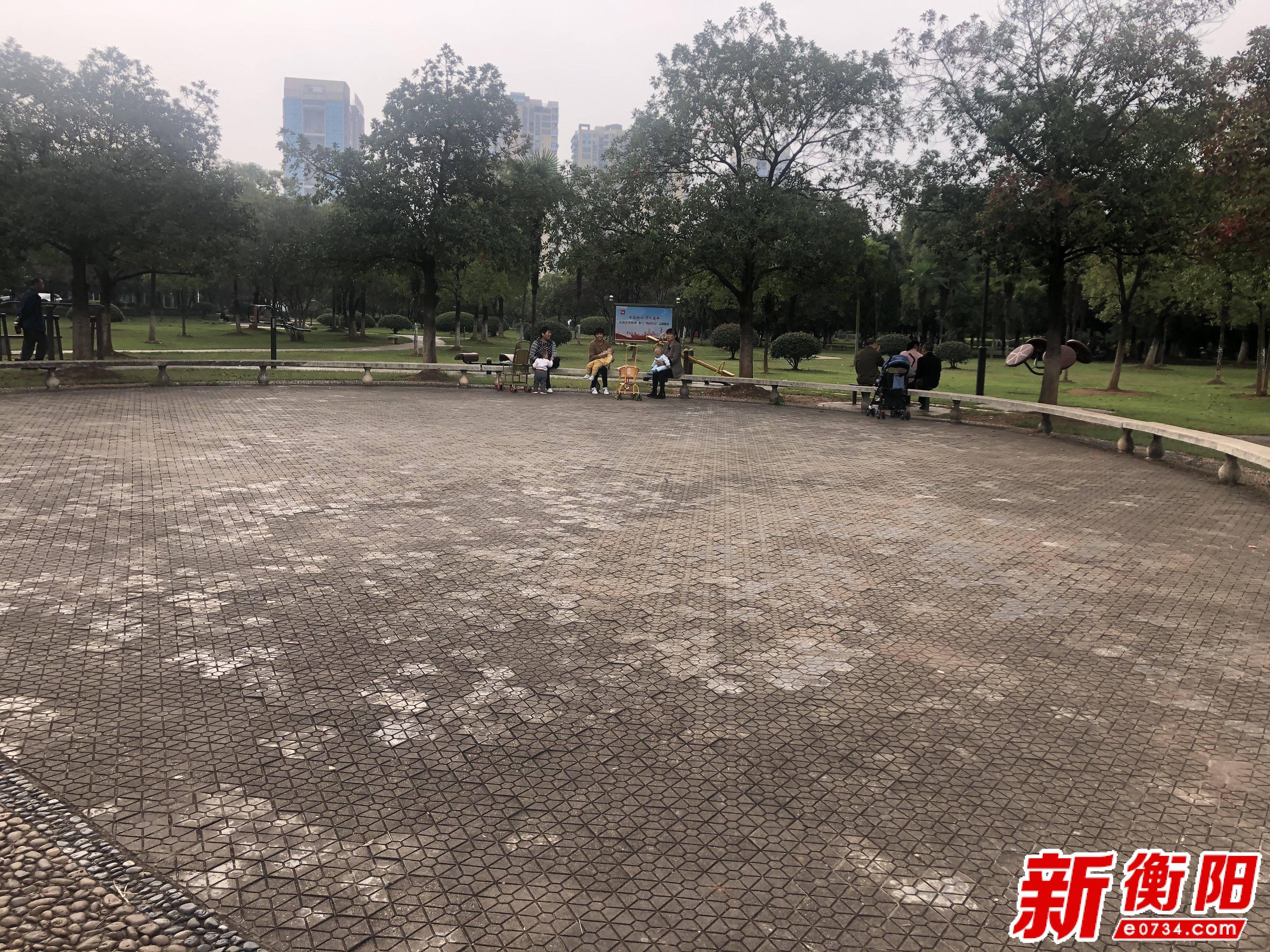 """盐城文明旅游:衡阳市""""双节""""旅游船山公"""