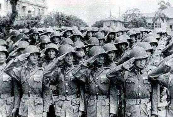 在这场战争中 敌军顾问带领数千人奋战至