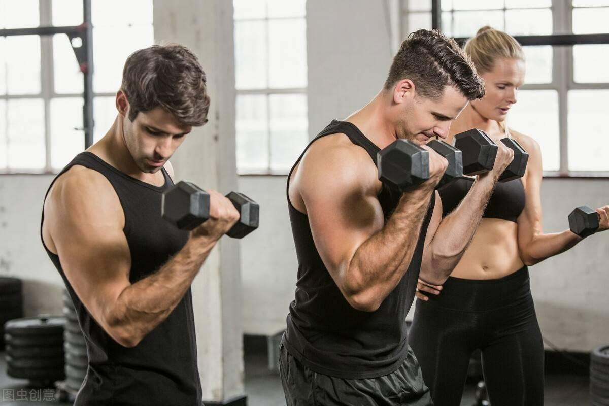 怎么锻造男人麒麟臂?一组动作刺激二三头肌,练出粗壮臂围!