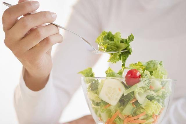 口腔异味引尴尬,哪些食物可以清新口气?
