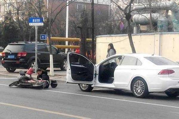 司机还要负责带乘客和开车门!看 掌握正确的开