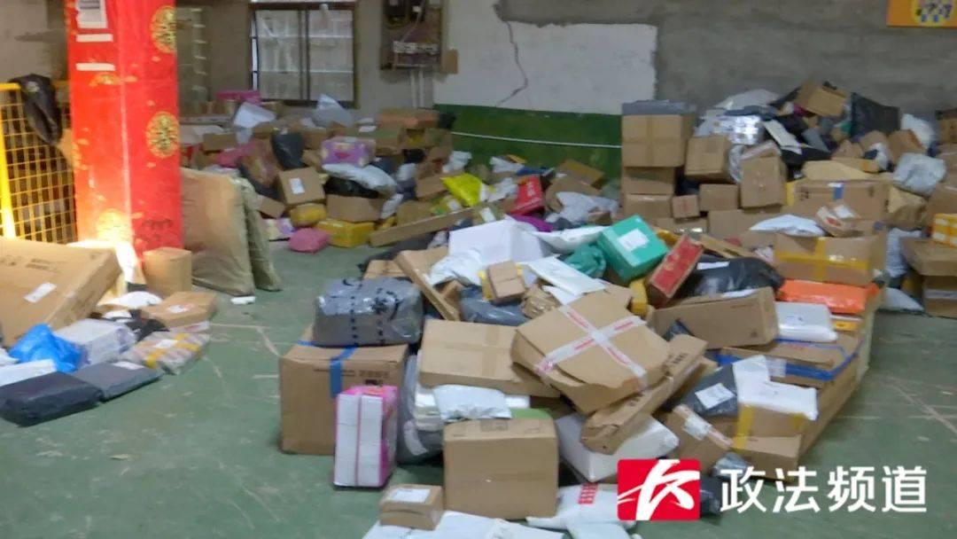 大量包裹滞留在长沙某投递点 但快递员无