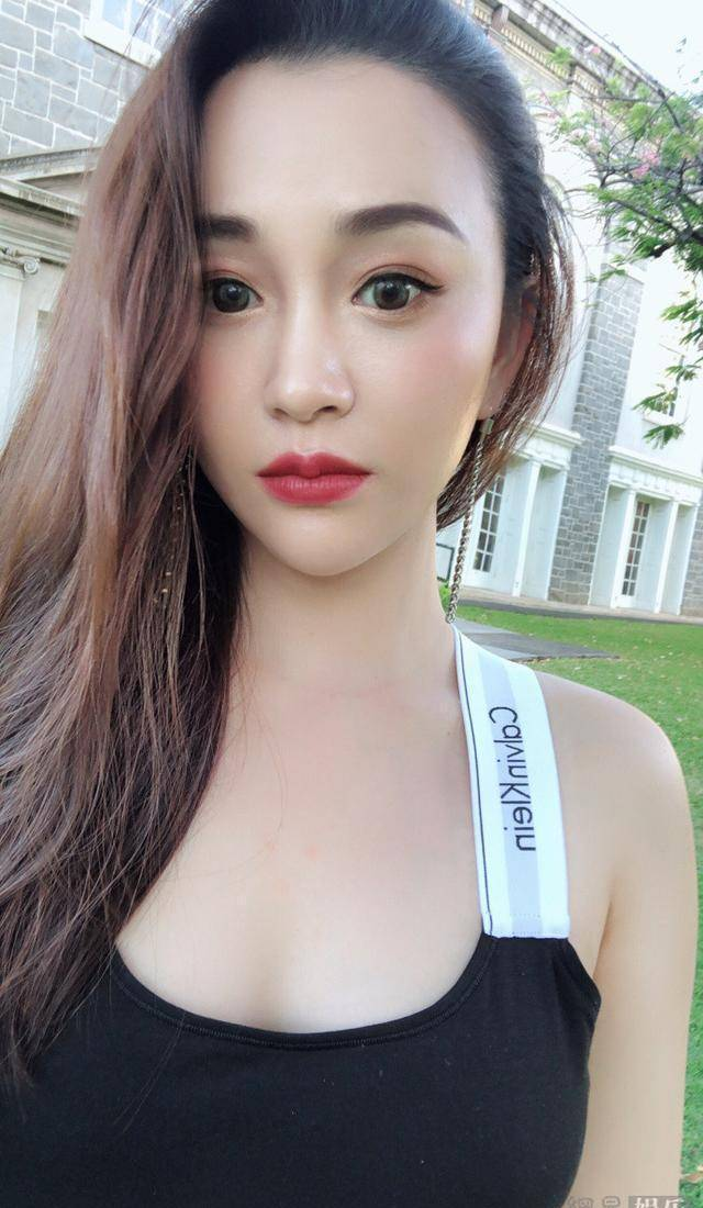吴秀波出轨门的女主今昔判若两人,当年照片是非主流?
