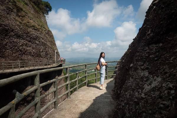 这里被誉为丹霞第二,实际上爬了之后觉得他比丹霞山美。