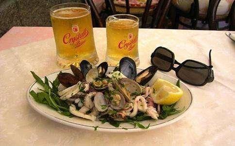 男子没喝酒没吃海鲜,可为什么痛风发作了?竟然和一种饮食有关