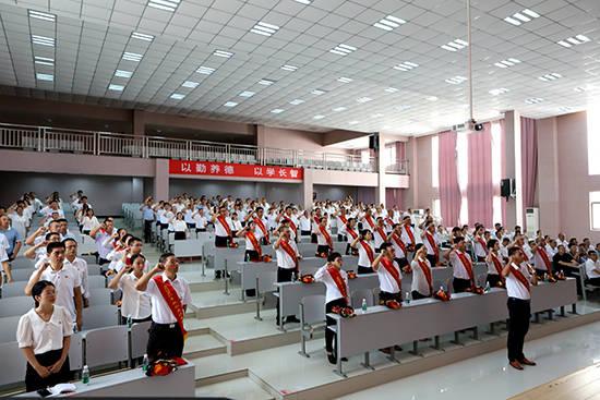 福建政治与和谐:多管齐下提升教育质量