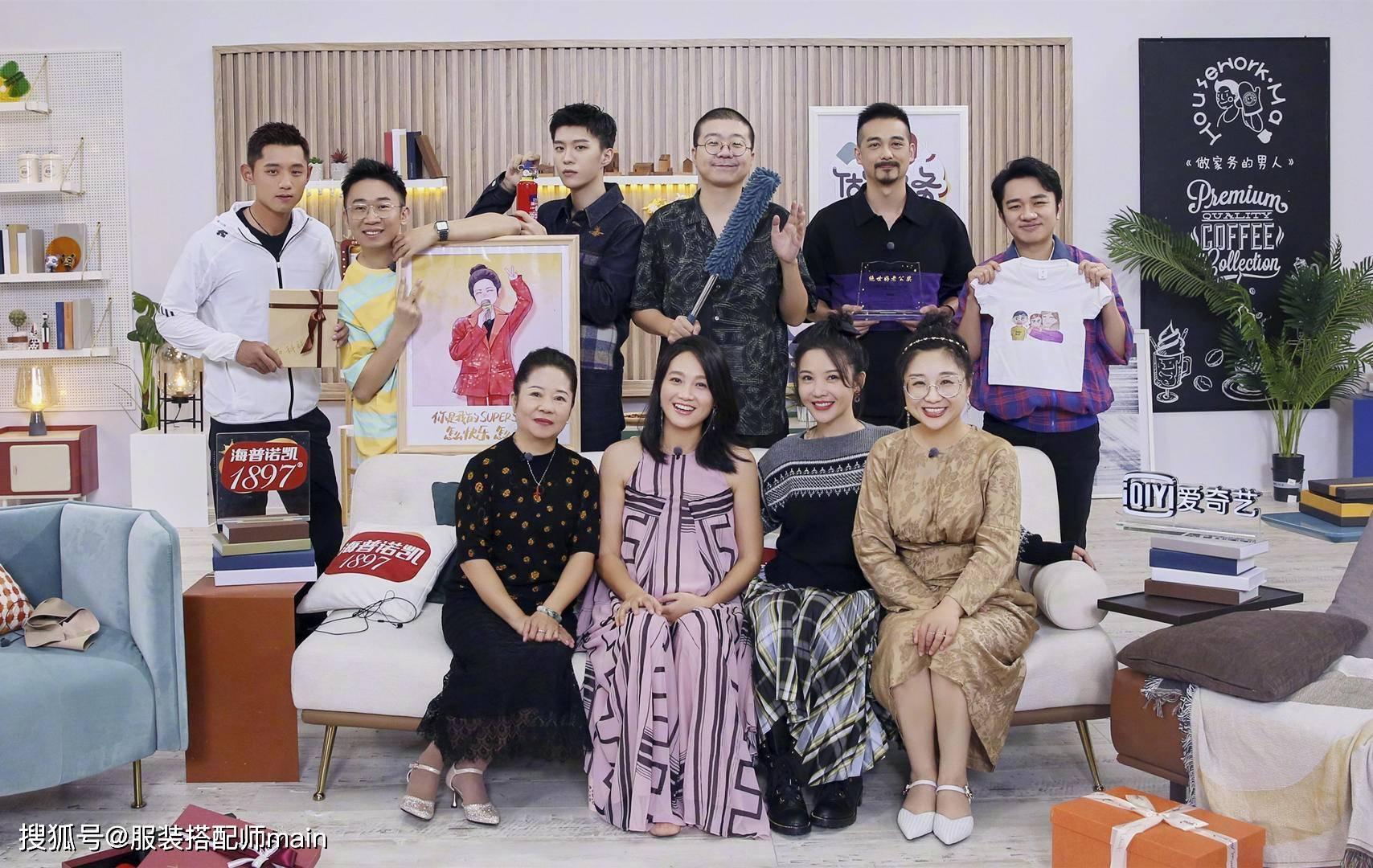 原创             朱丹无疑是二胎孕妈的穿搭典范,穿紫色长裙巧遮孕肚,优雅又显瘦