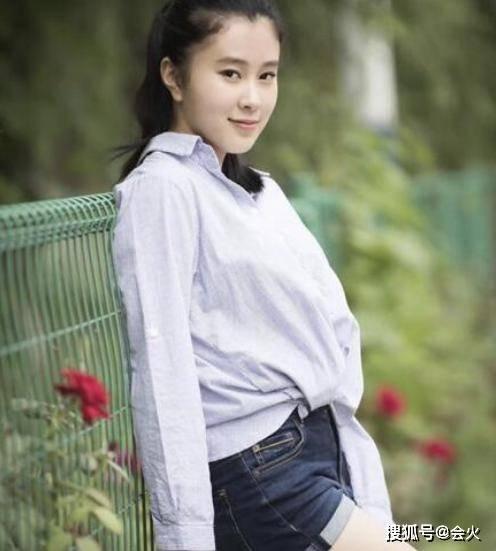 杨子大女儿炫富?18岁哈佛毕业,开百万豪车