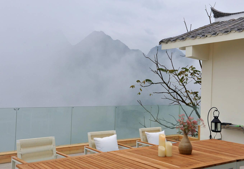 原创             找一家足够野奢的民宿,看远山看云雾看飞流瀑布