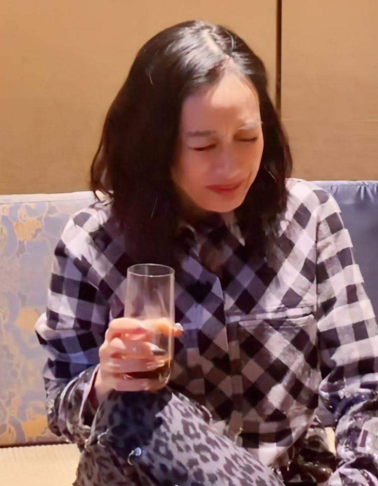 50岁钟丽缇疑喝中药拼四胎,高龄备孕的背后,是爱情还是压力