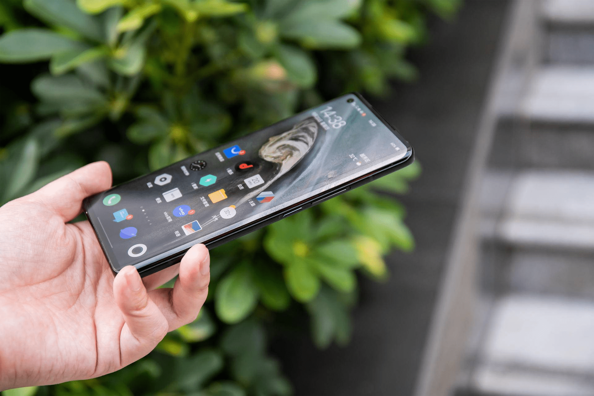 旗舰手机就该有旗舰手机的样子,iQOO 5 Pro惊喜不断