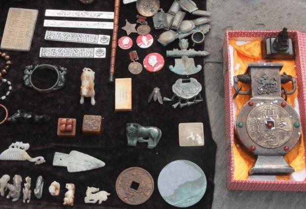 古玩市场这几件有创意的假古董,我想应该不会有人上当吧?